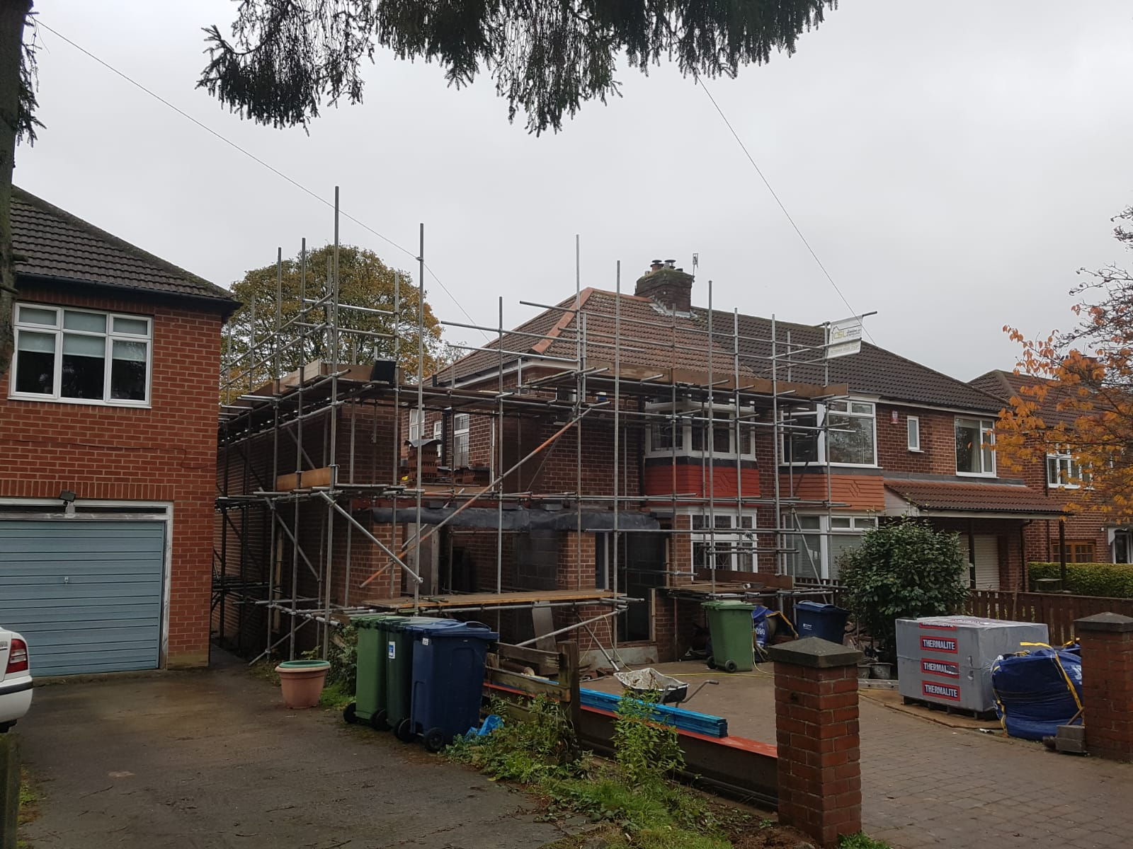 Progressive extension with an internal and external scaffold.